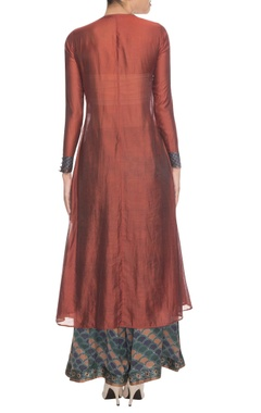 Brown embroidered kurta set accented with floral patterned