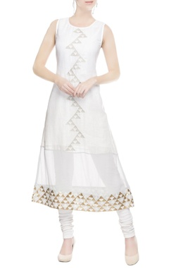 White kurta with triangle motifs