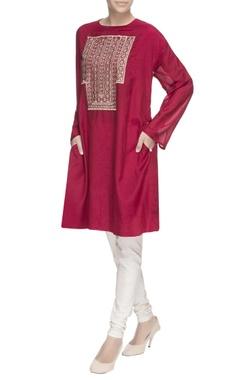 maroon embroidered long kurta
