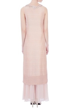 pale pink embroidered sleeveless kurta