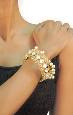 Gold plated crystal & pearl textured cuff
