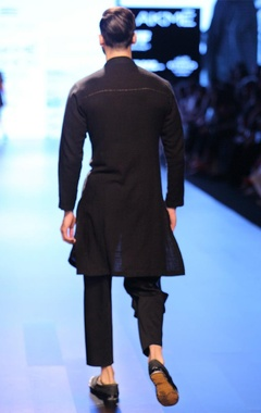 Black stripe-accented kurta