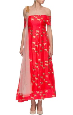 Red off-shouldered printed kurta set