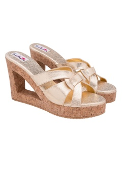 dull fold textured wedges