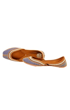 blue zari embroidered juttis