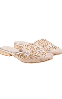 Beige embroidered mules