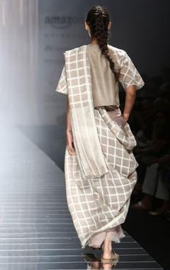 Grey handwoven sari with white checks
