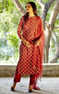 oxblood embroidered kurta with pants & dupatta