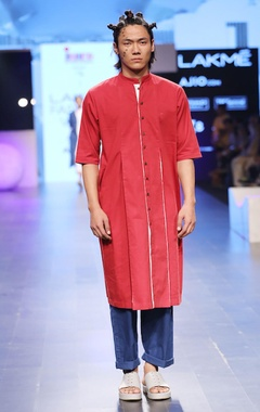 maroon & white box pleated kurta