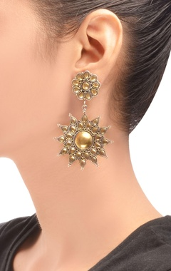 antique gold plated floral pattern drop earrings