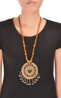 Brown thread necklace with round pendant
