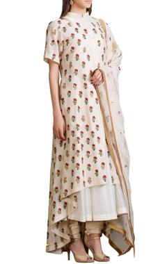 Ivory kalidar kurta set with embroidered floral motifs
