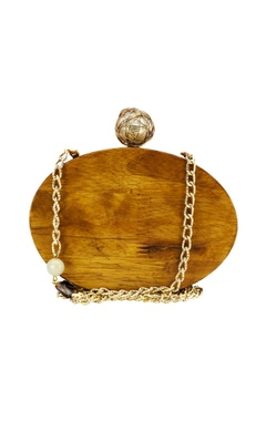 Wooden clutch with a shell