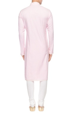 Pink kurta with diagonal pin tucks