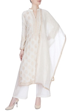 Ivory kurta with resham embroidery