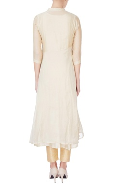 beige kurta with spaced floral embroidery