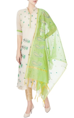 beige kurta with floral embroidery