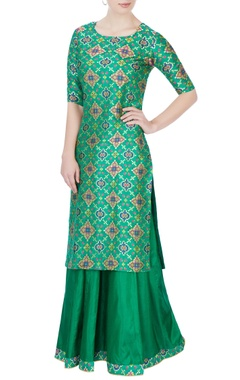 Green embroidered kurta & lehenga