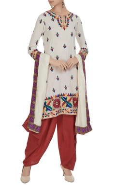 Cream & maroon kurta set in multicolored embroidery