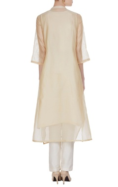 Floral thread embroidered kurta