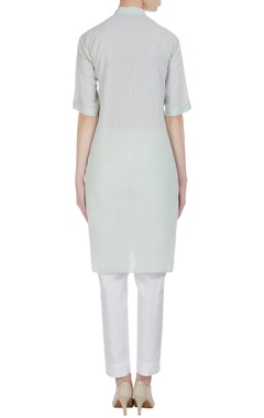 Thread embroidered short sleeve kurta