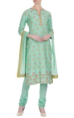 Thread embroidered floral kurta set