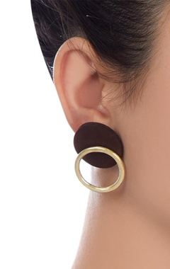 Wood & metal gold stud earrings