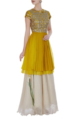 Yashodhara Nalki bead & pearl pleated short kurta set