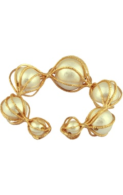 Cuff bangle with oversized pearls