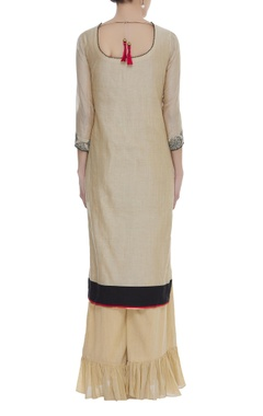 Thread embroidered kurta with frilly pants & dupatta