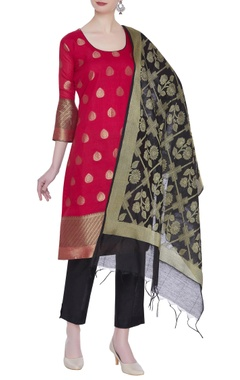 Handwoven kurta with jaal work dupatta and pants