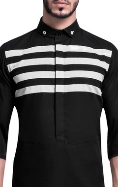 Stripe panel cutaway collar shirt