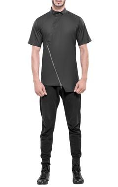 Asymmetric hemline shirt