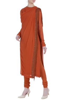 Ridhi Mehra Cowl pattern hand embroidered kurta set.