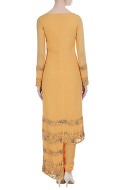 Asymmetric hemline kurta set with embroidery detail
