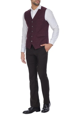 Cotton waistcoat with uneven hemline.