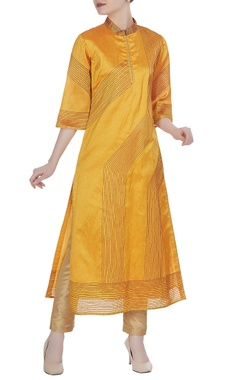 Straight fit kurta with red texture