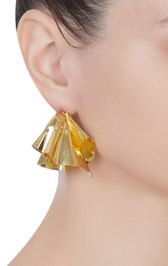 Abstract shape earrings with screw closure