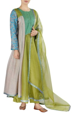 Threadwork embroidered kurta with dupatta and pants