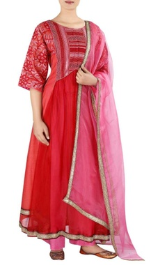 Embroidered chanderi kurta with dupatta and pants