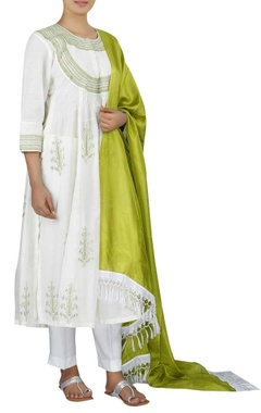 Chanderi pintuck kurta with pants