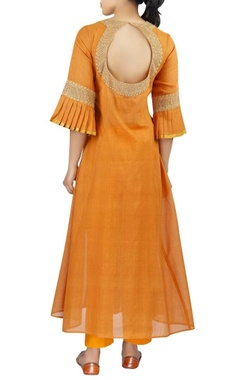 Embroidered chanderi front slit kurta with pants