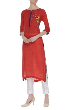 Long kurta with thread embroidery