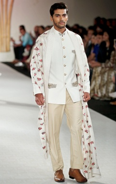 Solid embroidered bandhgala with trousers & stole