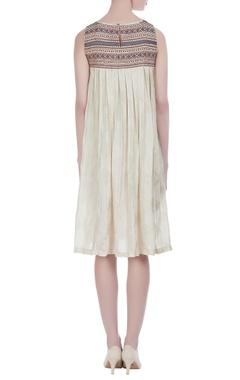 Plaid sleeveless pleated dress