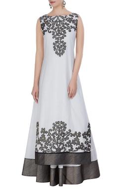 Taika by Poonam Bhagat Applique filigree tunic with bias cut anarkali