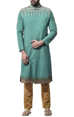 Debarun - Men Embroidered kurta with pants