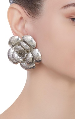 Pure silver earrings with rose-shaped design