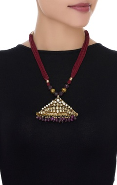 Embossed kundan pendant necklace with beads