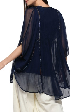 Boxy fit asymmetric kaftan
